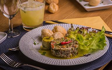 https://www.bouledor.ch/wp-content/uploads/2018/08/boule-dor-recettes-salade-quinoa-pao-queijo.png
